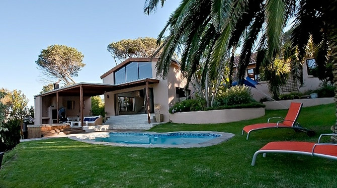 Spacious Hout Bay Villa with Swimming pool and jacuzzi