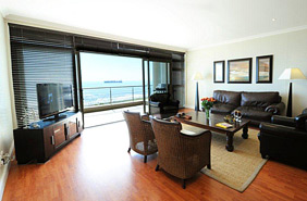 Upmarket Spacious 2 Bedroom Furnished Apartment in Mouille Point, Cape Town for Rent