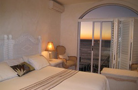 Rent a furnished 2 Bedroom Townhouse in Clifton, Cape Town - Long Term Rental
